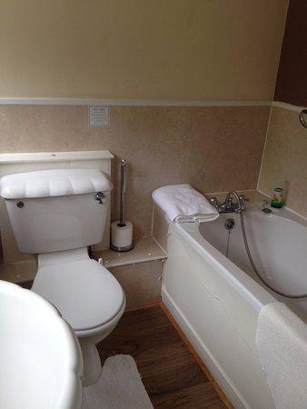 The Ord Arms: En-suite bath/shower