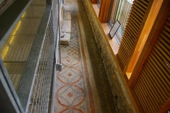 Yanworth, UK: The West Range Mosaics
