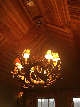 Tannersville, Nowy Jork: I loved the wood work around the room. Wood always makes a room warmer.