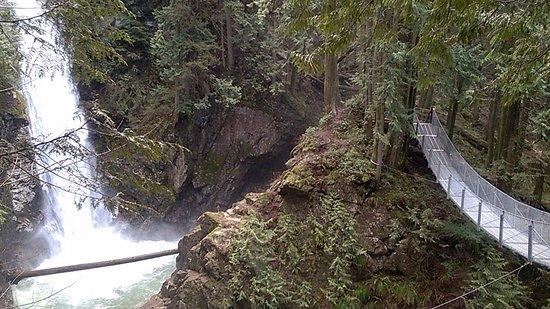Mission, Canada: Cascade Falls and suspension bridge