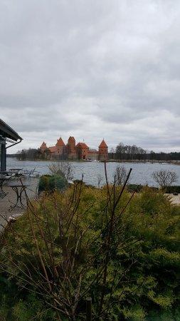 Trakai Historical National Park: Slottet på avstånd