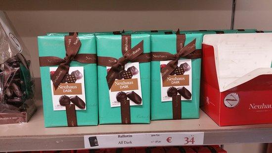 Vlezenbeek, België: Black gift boxes