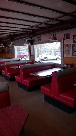 Mission, Canada: Period red leatherette booths