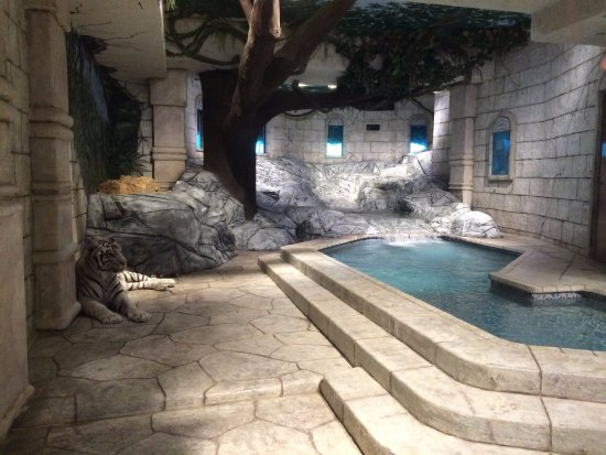 Downtown Aquarium: Maharaja Temple