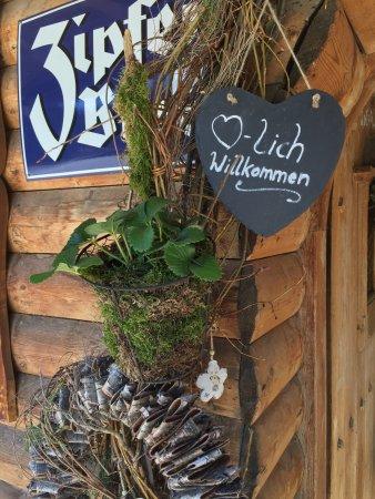 Hollersbach im Pinzgau, Austria: Der Frühling hält Einzug, dekoriert von 'Blattwerk' !