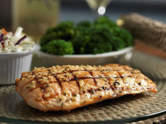 Flanigan's Seafood Bar & Grill: Grilled Salmon