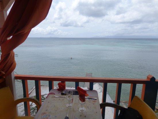 Saint Louis, Guadeloupe: terrasse surplombant le ponton