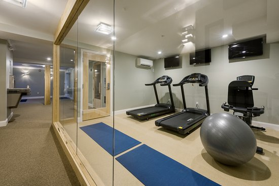 Center Harbor, Nueva Hampshire: Fitness center located on the beach level.  Break a sweat and jump in the lake.