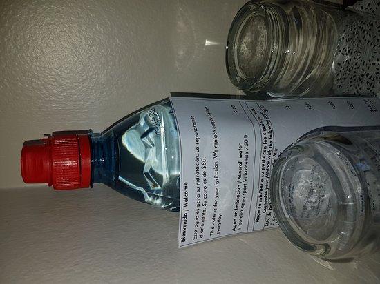 Kenton Palace Hotel: Te cobran por sacarle el candado al frigobar de la habitacion