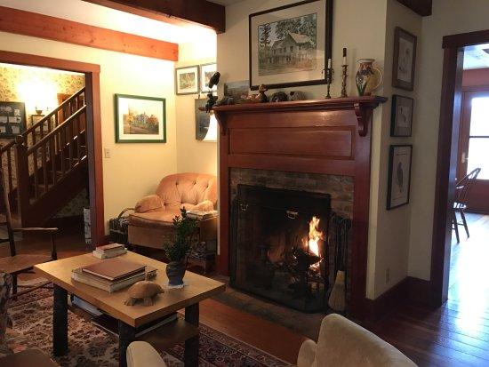 Turtleback Farm Inn: Farmhouse Living Room