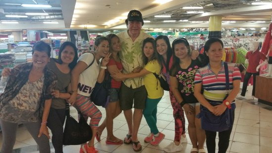 Davao City, Filippinerna: Was invited to watch the Zumba girls dance and it was a great time. Such warm ladies and lots of