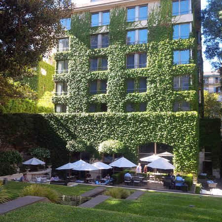 Duhau Restaurante & Vinoteca: Gardens and terrace Park Hyatt