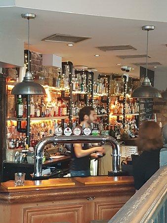 The Thirsty Bear : bar area