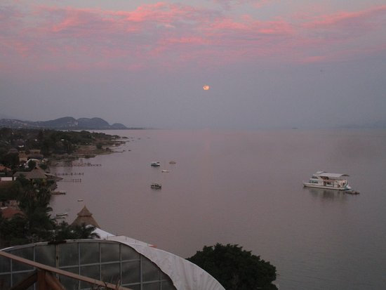 San Juan Cosala, Mexico: full moon rising at sunset (Apr 10, 2017)