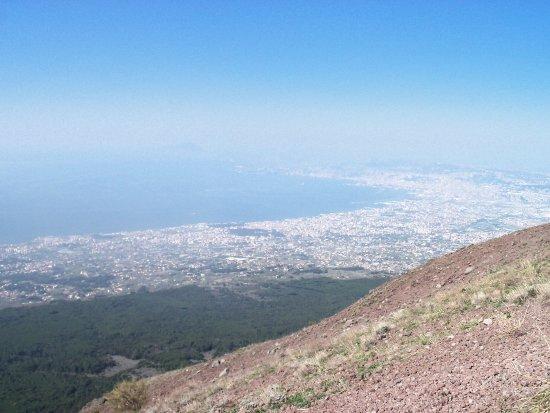 Busvia del Vesuvio: Mt. Vesuvius - the view over Naples