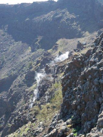 Busvia del Vesuvio: Mt. Vesuvius - Steam coming out of a vent