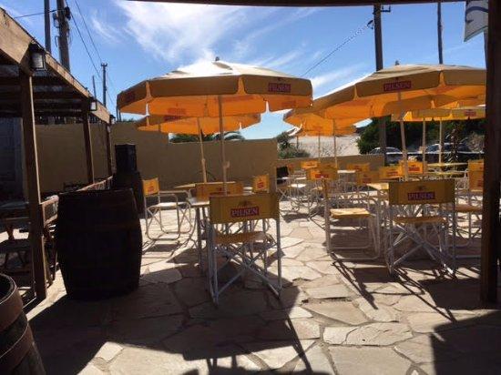 El Nido Beach Hotel: El lugar para el desayuno y de noche funciona música y diversión