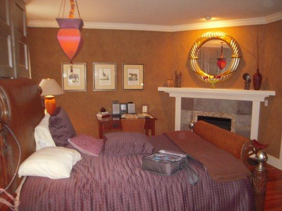 Hidden Garden Cottages & Suites: bedroom