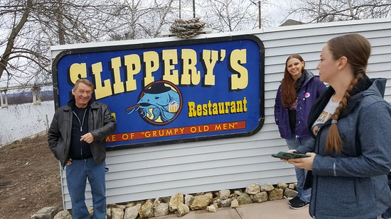 Wabasha, MN : slippery's sign