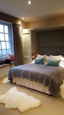 Bourton-on-the-Hill, UK: Room at front of building.