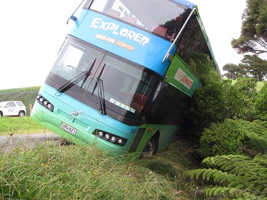 Isla Waiheke, Nueva Zelanda: Google Double Decker accidents on the island - there seem to be lots!