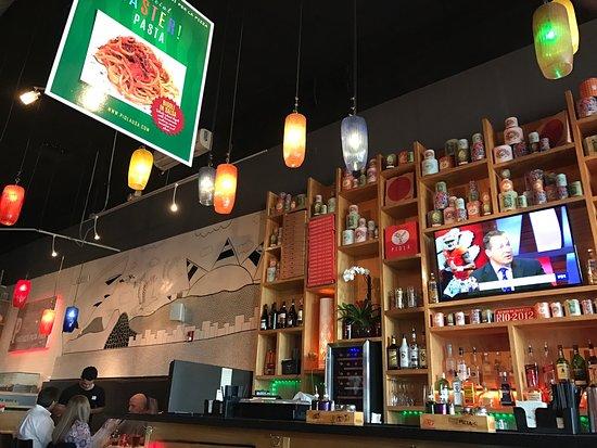 Piola - Hallandale Beach: Excellent food. Carbonara pizza a must.