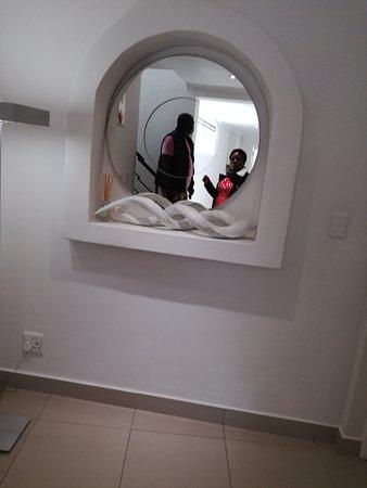 Villa Afrikana Guest Suites: IMG_20170401_142923_large.jpg
