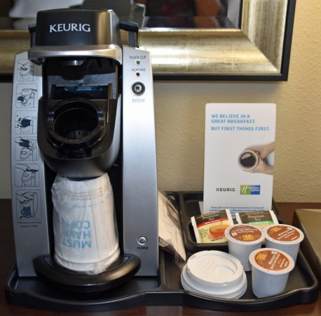 Holiday Inn Express Hotel & Suites Rancho Mirage - Palm Spgs Area: Keurig coffeemaker and supplies
