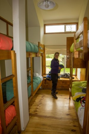 Refugio Torre Central-Torres del Paine: Room with six bunks and storage lockers.