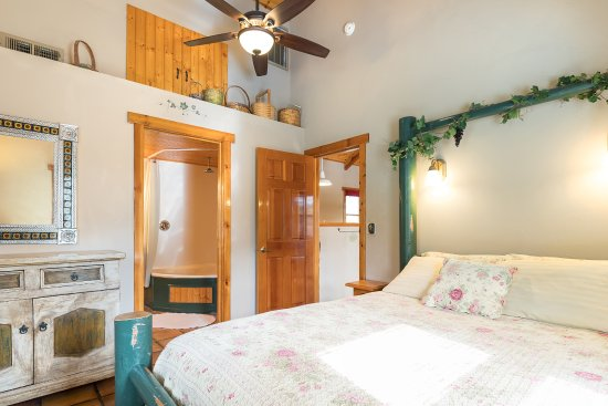 Ahwahnee, CA: Garden cottage bed room