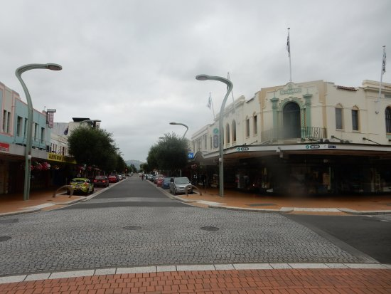 Takaro Trails Cycle Tours - Day Tours: Hastings, a great example of art deco.