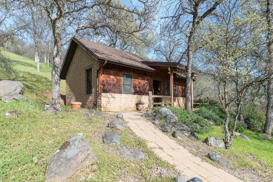 Ahwahnee, CA: Garden cottage