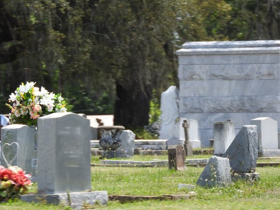Old Biloxi Cemetery : Beautiful stones
