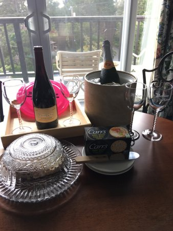 Hofsas House Hotel: We were excited to be greeted to a spacious 2BR/2BA room by a pairing of local wine and cheese!