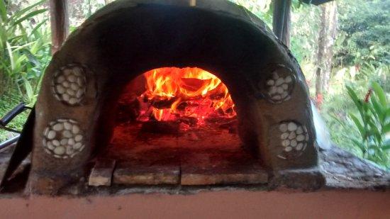Finca Luna Nueva Lodge: Pizza oven!