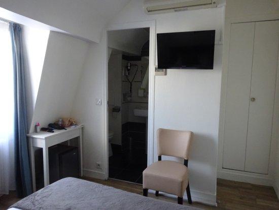 Hotel Diana: Bedroom View