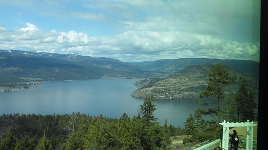 Vernon, Kanada: A spectacular view from the restaurant, looking north on to the Okanagan Lake.