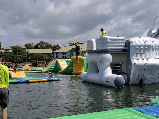 Coolum Beach, Australien: The Lobster is a slide a climbing and jump station all in one.