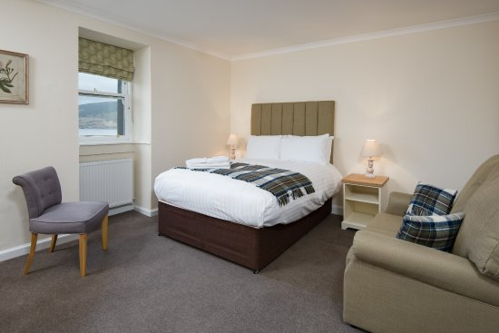 The Inveraray Inn: Loch-view bedroom - refurbished 2017