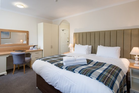 The Inveraray Inn: Loch-view bedroom - refurbished 2017