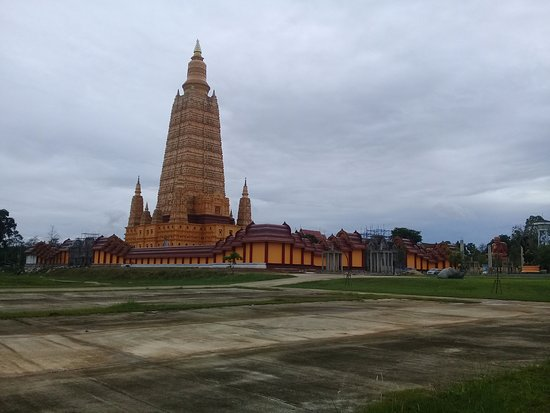 Ao Luek, Thailand: Huge temple complex renovated