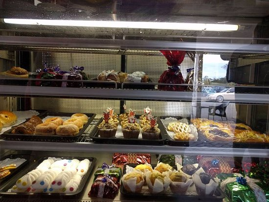 Landsborough, Australia: Such delights cup cakes ,meranges, tarts ,donuts, and all