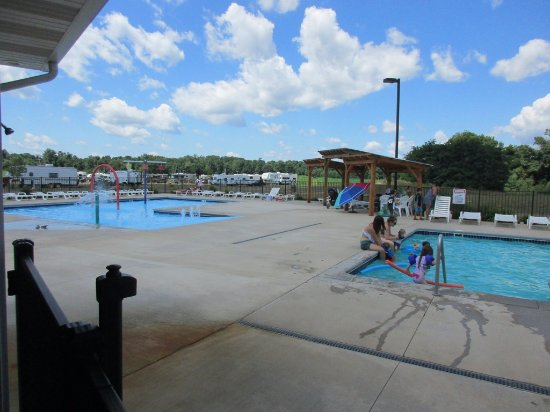 Marshall, MI: nice pool area