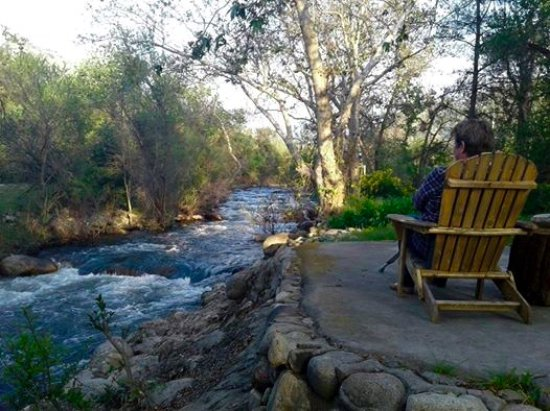 Sequoia River Dance B&B: Beautiful evening by the river in the Spring.