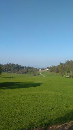Magnano, Italië: Una vista del paesaggio intorno al Monastero di Bose