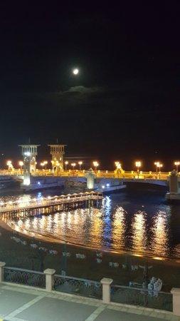 Stanley Bridge: منظر من مقهى بابلو