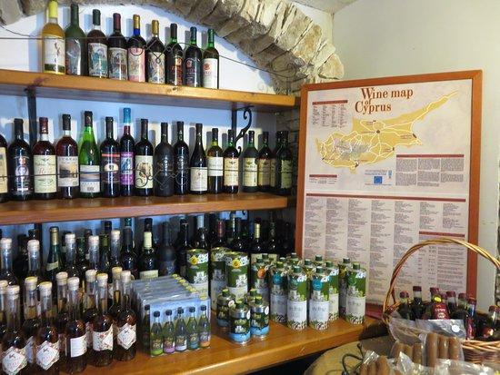 Erimi, Cypern: esposizioni di vini e altri prodotti