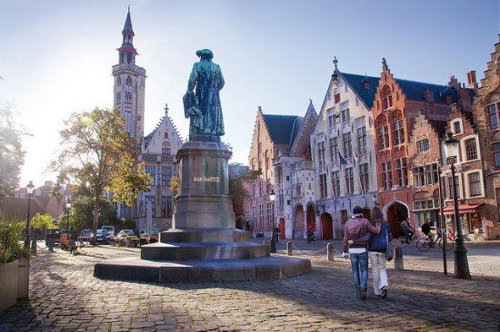 Bruges, Jan van Eyckplein.  Jan D'Hondt