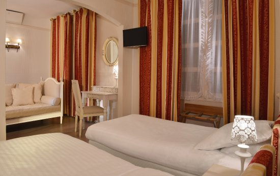 Buzancais, France: Mini suite. Classique