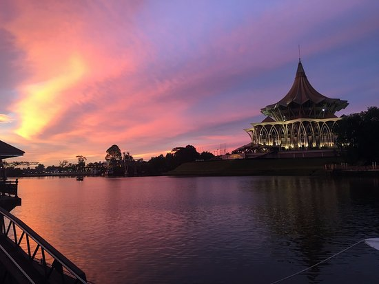 Kuching Esplanade: Sunset